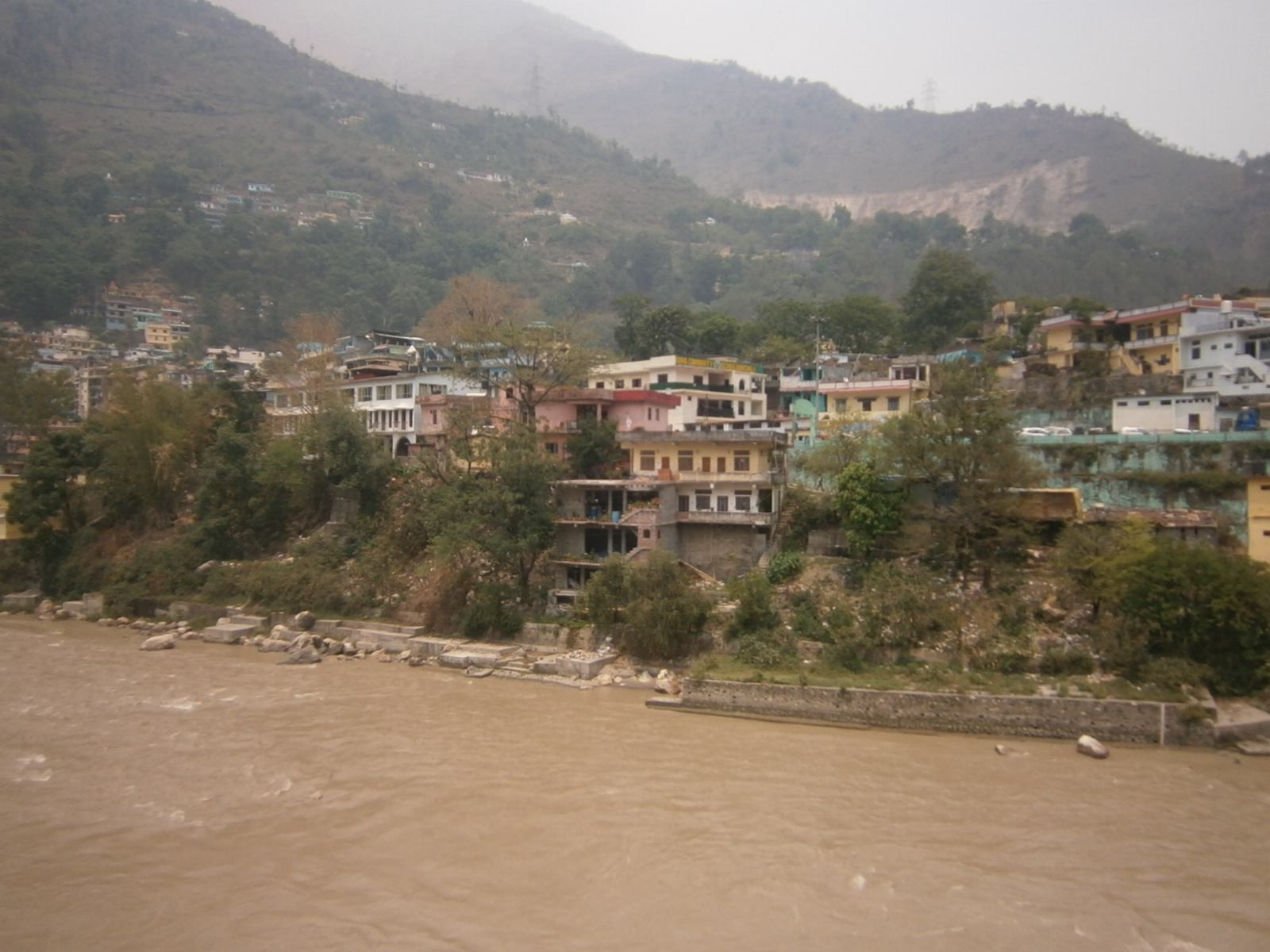 River Edge outlined by Houses (Dharchula)